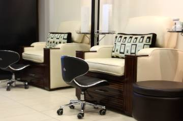 nailed it 20 lounge nail salon delivers chill ambience