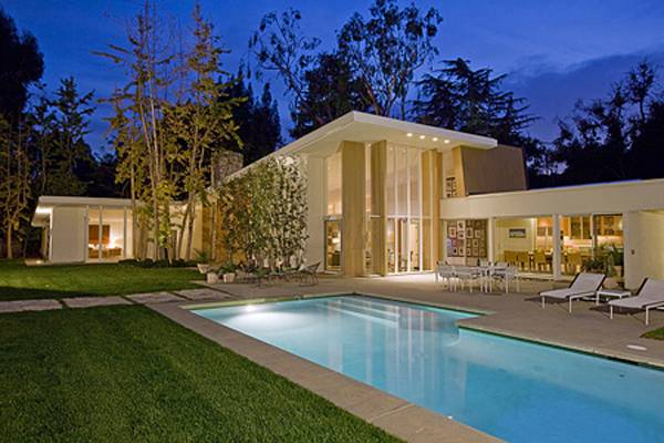 Linda May Presents $18.9 Million Holmby Hills Estate
