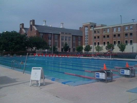 Time for a dip the haute 5 swimming pools in dallas for Affordable rooftop pools nyc
