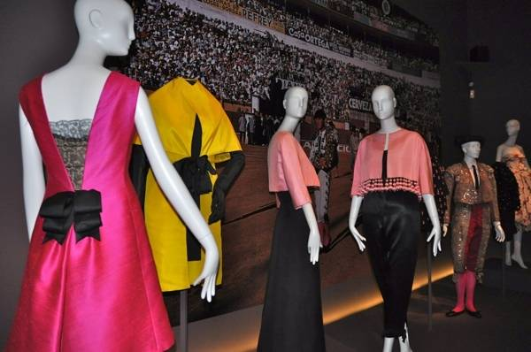 Haute Expo: Balenciaga Exhibit Opens at de Young Museum
