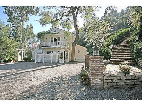 Celebrity Living: Taylor Swift Purchases $3.97 Million Beverly Hills Home