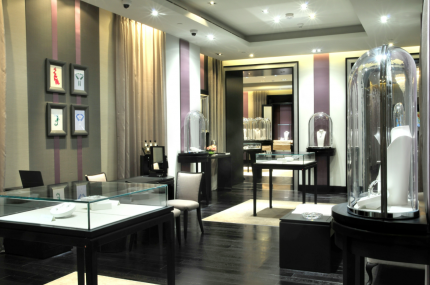 Van Cleef & Arpels Opens First Boutique in Qatar