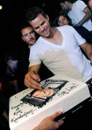 Kris Humphries with his cake at Lavo.