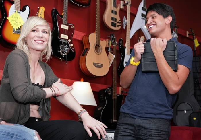 Pop Star Natasha Bedingfield Gives a Private Singing Lesson to Three Starwood Preferred Guests