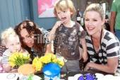 Actress Minnie Driver, her son Henry, Actress Kathleen Robertson and her son Willam eat cake
