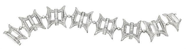 Pagoda Motif Diamond Link Bracelet