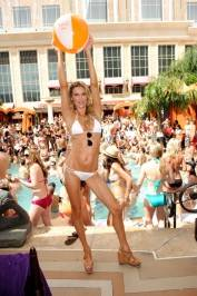 Brandi Glanville shows off her svelte body at Tao Beach.