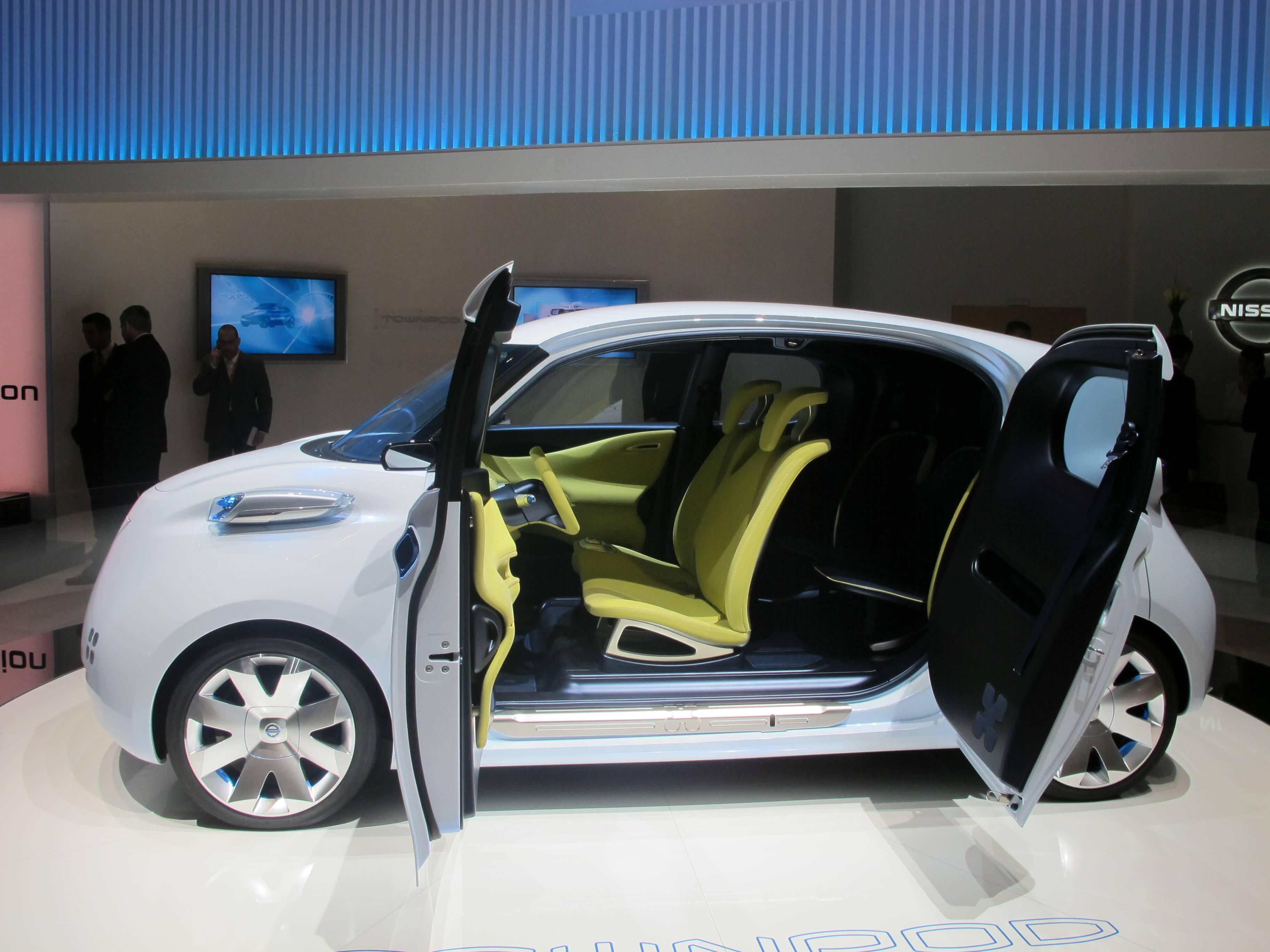 Geneva Auto Show - Nissan's Zero Emission TOWNPOD