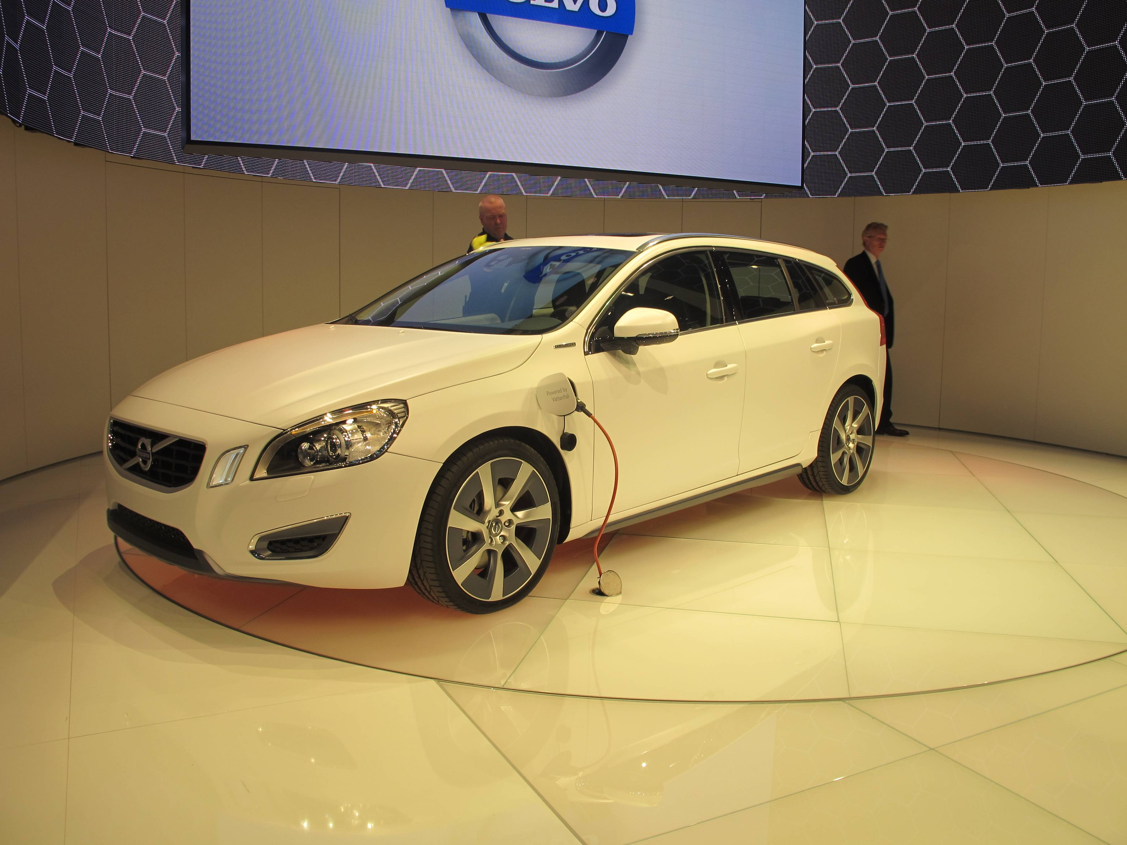 Geneva Motor Show - World's Safest Electric Car - Volvo V60 Plug-in
