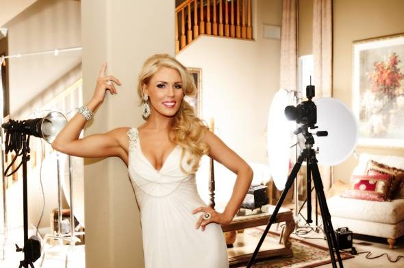 Gretchen Rossi Hosts Fashion's Night Out at the Galleria at Sunset