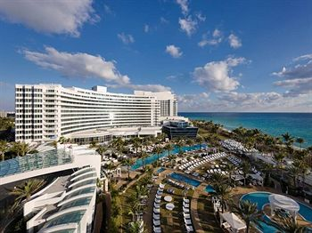 Fontainebleau Miami Beach Honors National Breast Cancer Awareness Month with the Third Annual Bleau Goes Pink Event this October