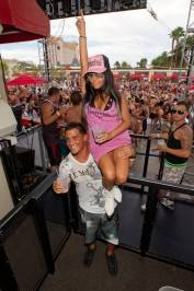 "Nicole ""Snooki"" Polizzi gets a lift from her boyfriend Jionni LaValle at Wet Republic."