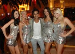 Kunal Nayyar, center, with Surrender servers Jessica Rudolph, Ali Carrington, Kristen Martinez and Jill Clark.