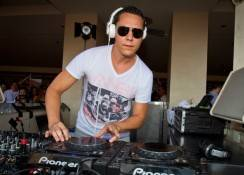 Tiësto spins at Wet Republic.