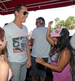 Tiësto meets Snooki during his set at Wet Republic.