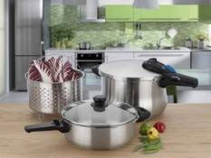 michelle_b_pressure_cooker_in_kitchen_with_food_400_pix_horizontal_product