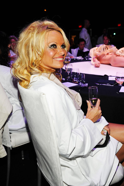 Pamela+Anderson+2011+MOCA+Gala+Artist+Life+5Zq_Nhzwt6zl