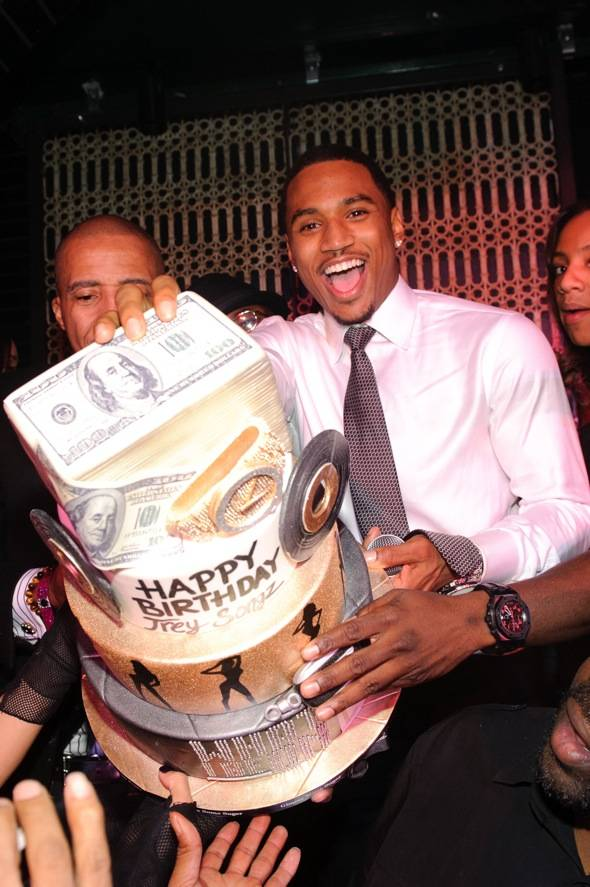 Trey Songz with cake_LAVO