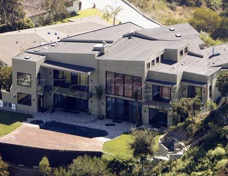 Rihanna Lists 'Lemon' House