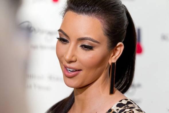 12_15_11_kardashian_khaos_KABIK-812