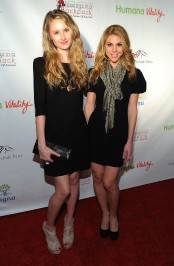 Actresses Caitlin Thompson and Kate Mansi