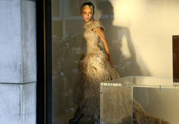 Haute 100 New York Update: Daphne Guinness to Act as a Mannequin…Again