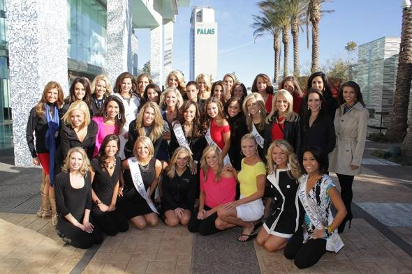 Haute Event: Miss America Contestants Dine at Simon