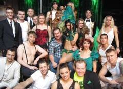 "Joey Fatone and the cast of ""Absinthe."""