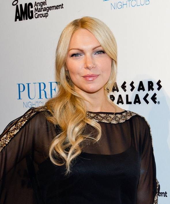 Haute Event: Laura Prepon Celebrates Her Birthday at Pure Nightclub