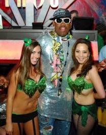 Dennis Rodman with cocktail waitresses at Tabú Ultra Lounge.
