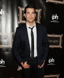 Jesse Metcalfe on red carpet.