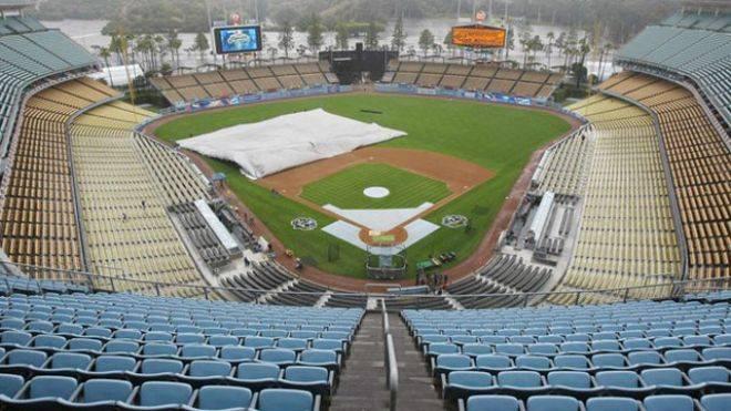 Dodger-stadium-tarp