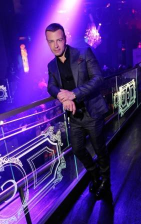 Joey Lawrence poses at his VIP table inside Chateau Nightclub & Gardens.