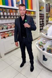 Joey Lawrence poses in Sugar Factory retail store with Couture Pop.