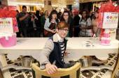 McHale signs autographs for hundreds of fans at Sugar Factory in Las Vegas.