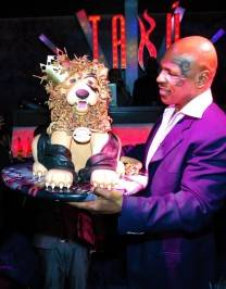 Mike Tyson with his lion cake.