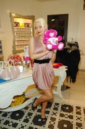 Holly Madison shops for sweets at Sugar Factory.