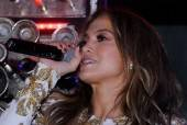 Jennifer Lopez singing at Hyde.