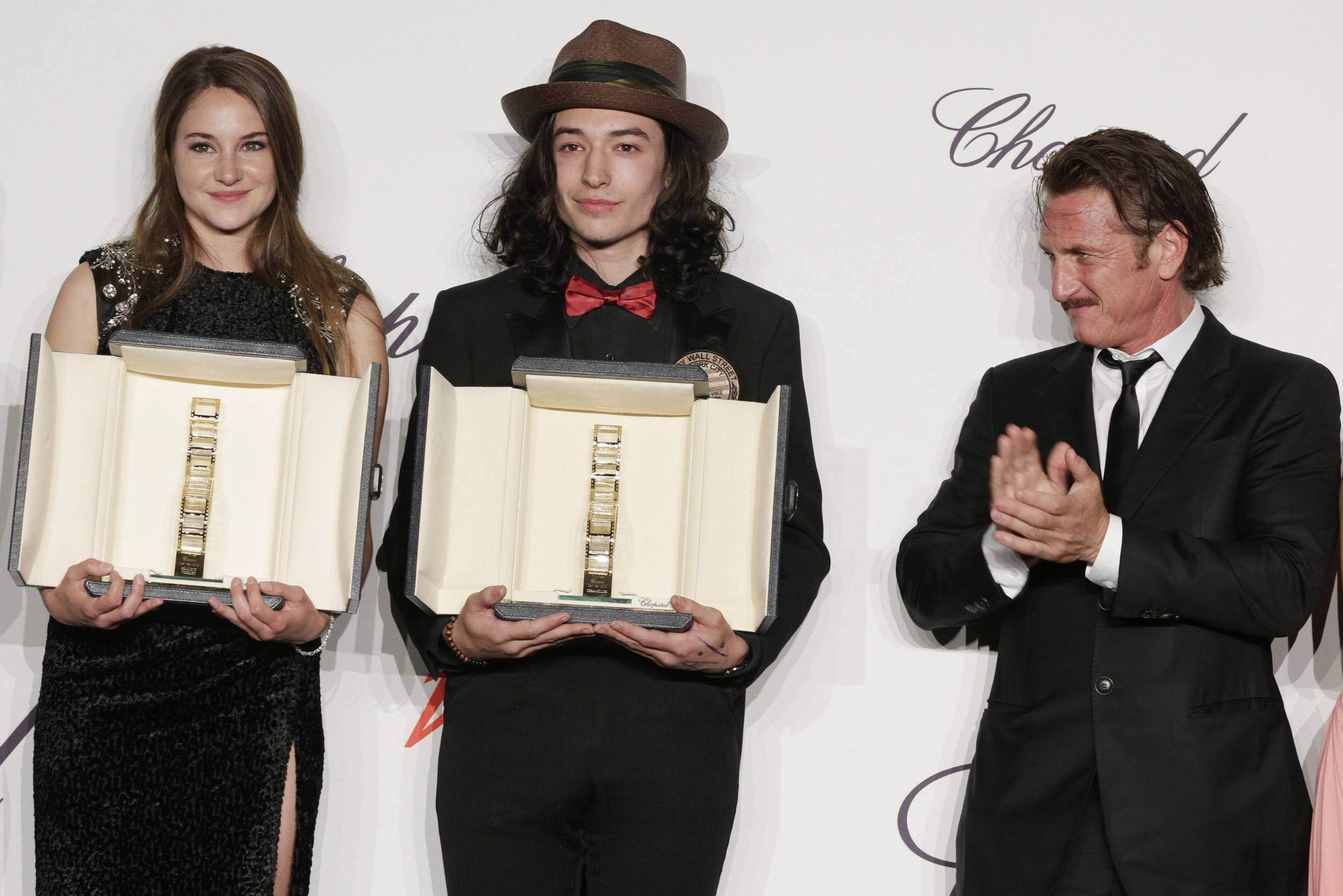 Shailene_Woodley_and_Ezra_Miller_and_Sean_Penn
