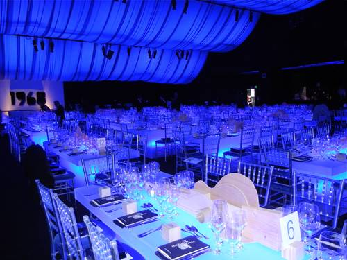 interior-of-the-blue-period-inspired-patrons-dinner-tent-by-designer-stanlee-gatti