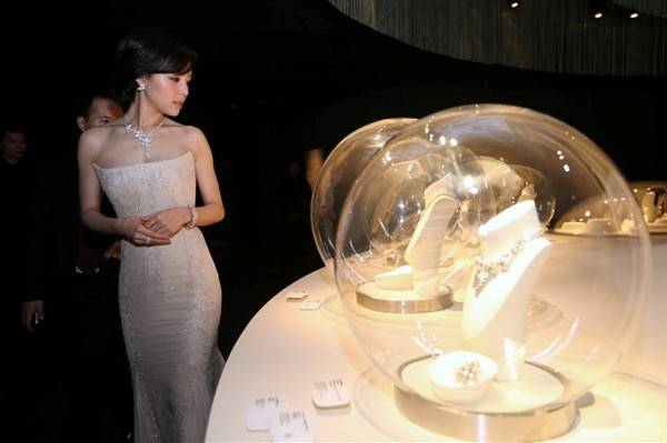 timeless-beauty-van-cleef-arpels-in-shanghai_12