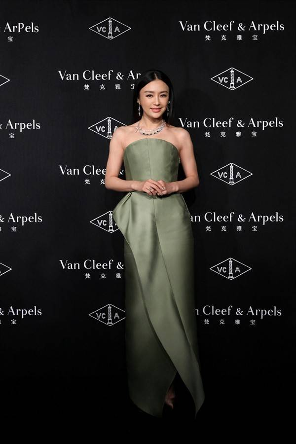 timeless-beauty-van-cleef-arpels-in-shanghai_14
