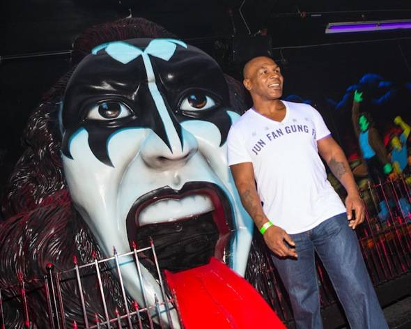 Mike Tyson and Gene Simmons mini golf 18th Hole
