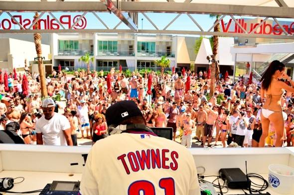 Jazzy Jeff and crowd at Palms for Ditch Fridays in Las Vegas 6.22.12