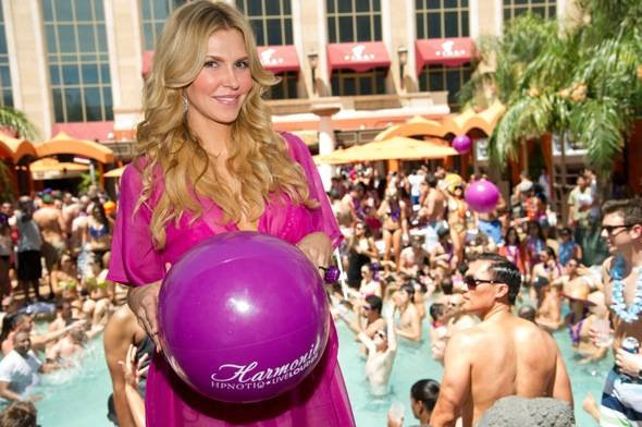 Brandi Glanville at Tao Beach with Hpnotiq Harmonie