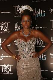 Kelis walks the red carpet at Tryst.