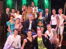 Taylor Hicks with the cast of Absinthe.