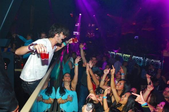 Tyson-Ritter-parties-with-fans3