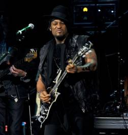 D'Angelo plays the Pearl at the Palms.