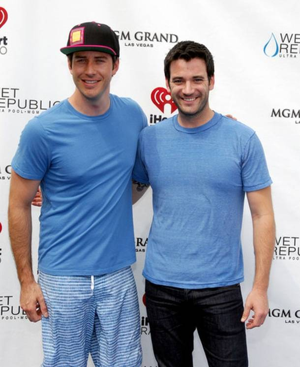 Colin and Arie_WET REPUBLIC_iHeartRadio_Blue Carpet